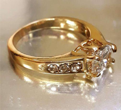 Златен пръстен 18К с бял сапфир сватбен пръстен НОВ