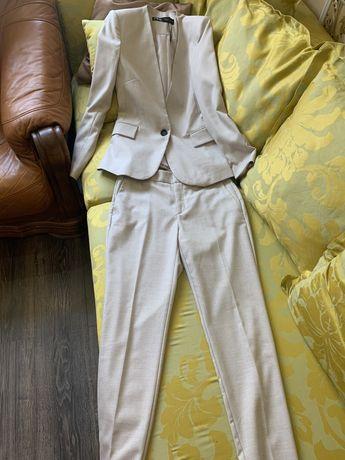 Новый Брючный костюм Zara