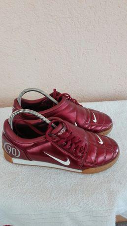Adidași Nike fotbal sală nr 38,5