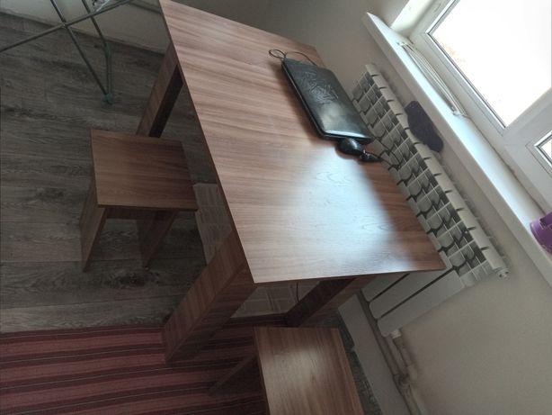 Продам стол со стулями