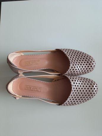 Обувки пепел от рози- 42 номер