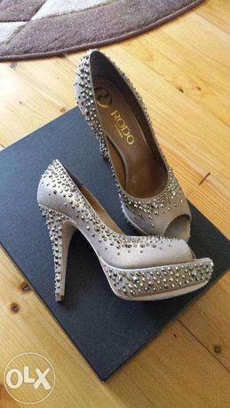 Pantofi noi -total din piele-cristale swarovski-la cutie