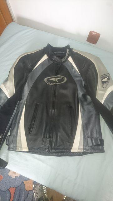 Vand geaca piele motocicleta - AXO RACING, stare foarte buna