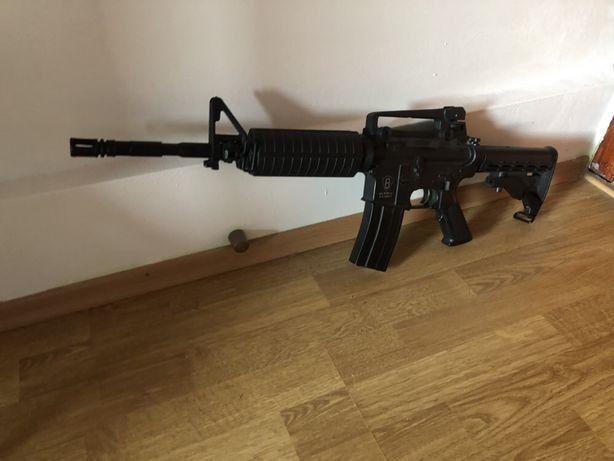 Vând pușca M4A1 electrică