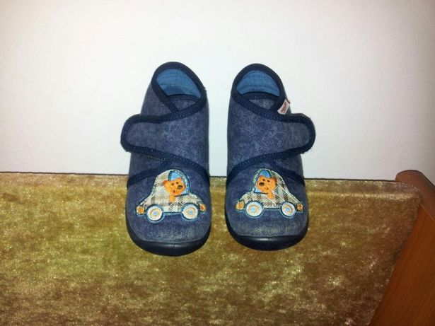 Pantofi de interior marimea 22