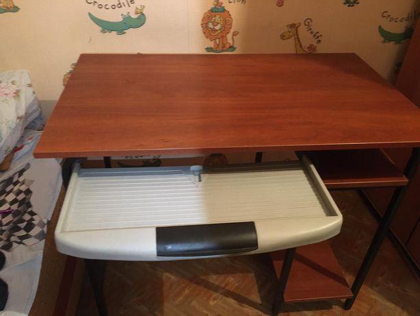Срочно продам компьютерный-офисный стол в идеальном состояние
