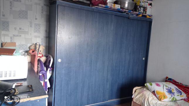 Көк  шкаф үлкен мен кішісі  срочна сатамын көшіп жатырмыз