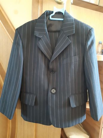 Продам костюм тройка на 2,5-4 года