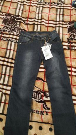 Продам джинсы новые на рост 150-160 см