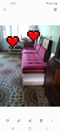 Угловой диван очень хорошем состоянии