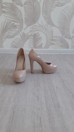 Бежевые туфли!!!
