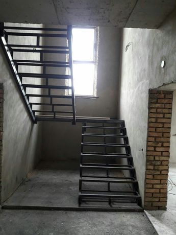 Каркас лестницы. Лестница металл.