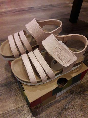 НОВИ детски сандали от естествена кожа