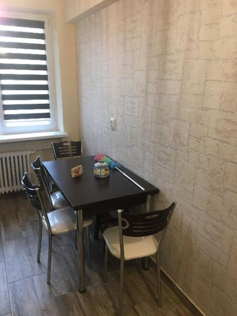 Privat - închiriez apartament 2 camere, zona English Park