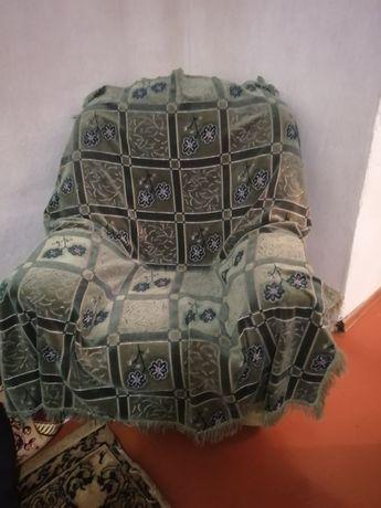Продам диван угловой хорошом состояние качественый зеленый цвет. Б/у..