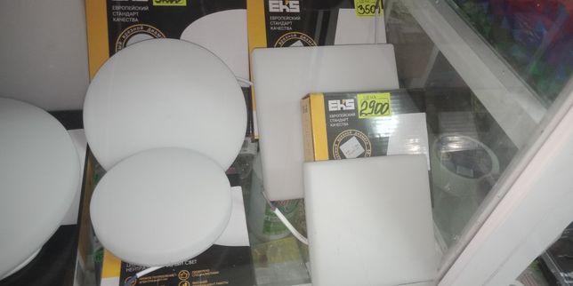 Продаю светильники, лампочки.