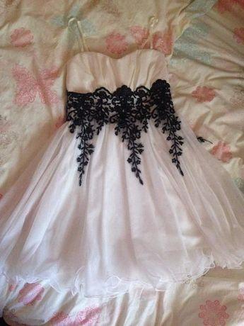 Vand rochie damă superba alba, de calitate, marca Doridorca