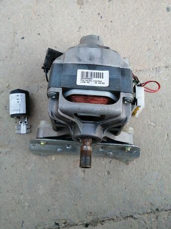 Электродвигатель  вместе с конденсатором стиральной машины indesit