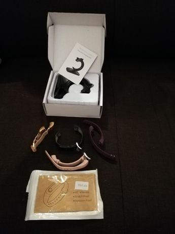 Vand accesorii pentru bratara fitness Fitbit Alta