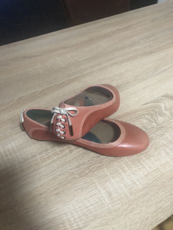 Vând balerini