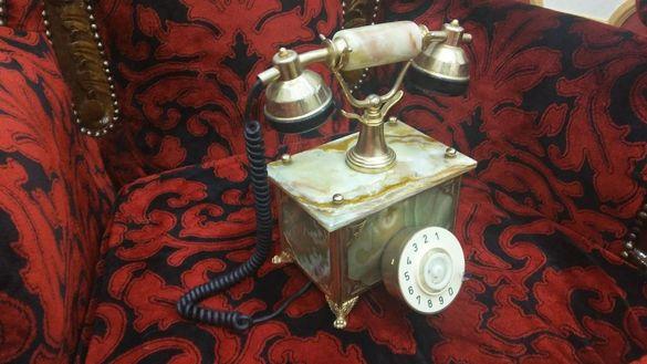 старинен телефон