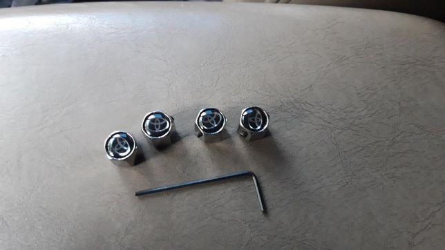 Колпачки колесные для Тойоты противоугонные