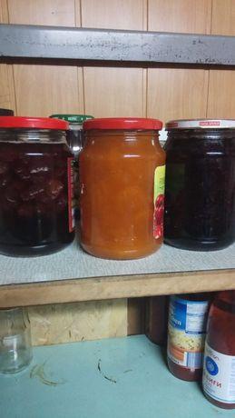 Варенье абрикосовое, клубничное и смородина
