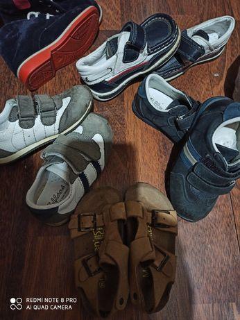 Продам малышковую обувь