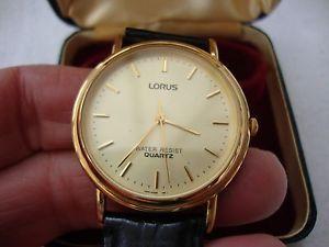 Vând ceas LORUS Quartz, water resistent f frumos