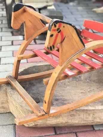 Leagăn pentru copii,de gradinita,din lemn in stare impecabila