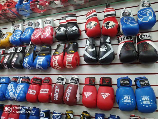 Боксерские перчатки .шлема.форма.полностью вся атребутика.качество люк