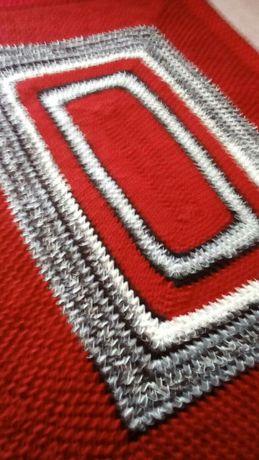 Ръчно плетено одеяло с подарък,ръчно плетена постелка за пред легло