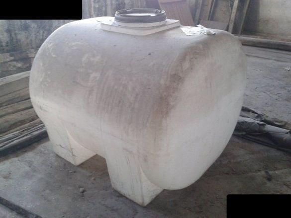 Полиетиленов контейнер за съхранение и транспорт с обем от 1500 литра.