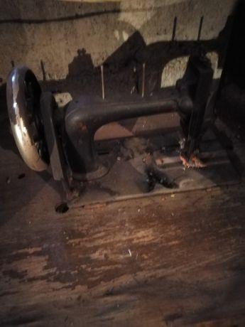 Mașina de cusut în stare perfecta vechime. 150 de ani