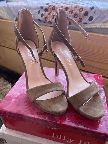 Велурени сандали