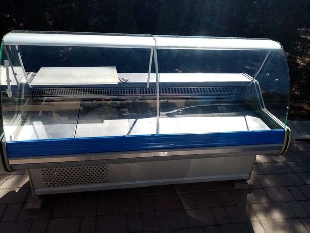 Срочно продам ветринный холодильник