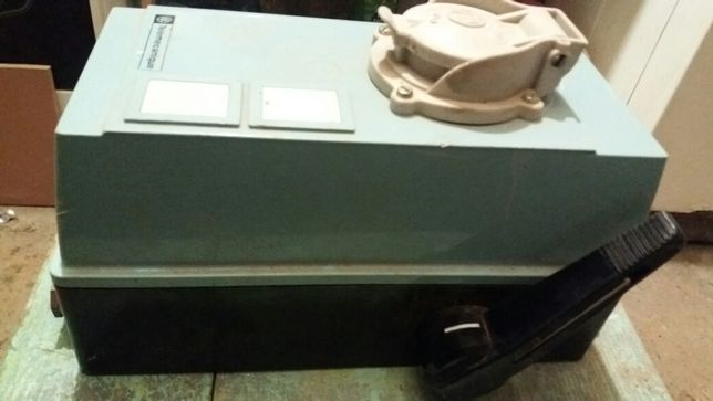 cutie cu separator de sarcina si priza