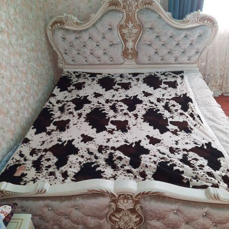 2х спальный кровать.