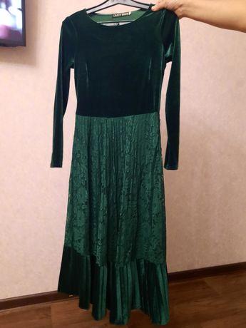 Платье велюровое 46-48 разм.