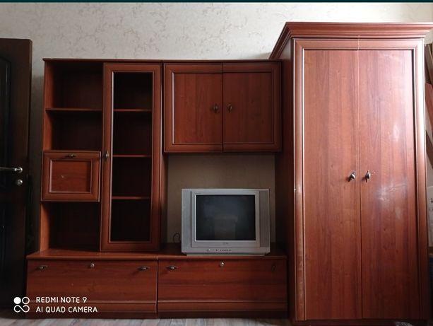 Шкаф для белья, имеется место для телевизора