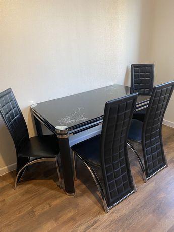 Кухонный стеклянный стол со стульями