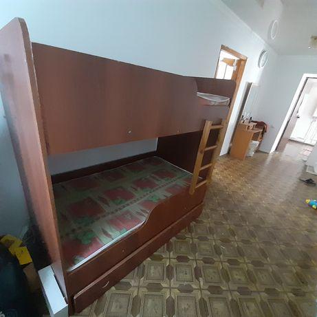 Детская  двух ярусная кровать в хорошем состоянии