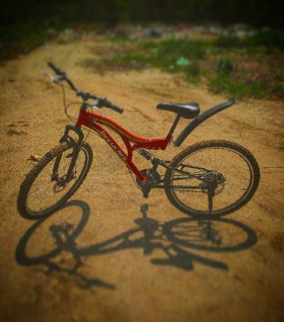 Bicicleta de vanzare frane disc toatul este nou pe ia firma GTX