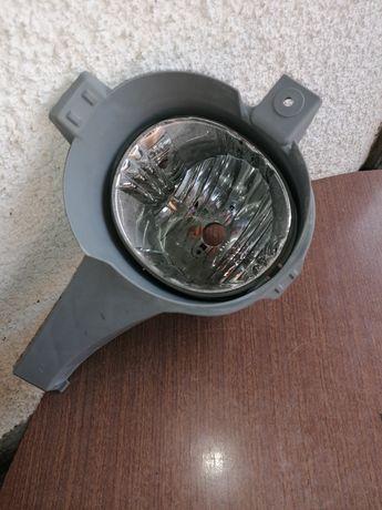 Продавам рефлектор за халоген на Тойота РАФ 4 116кс 2004г