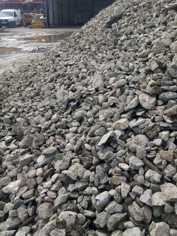 La comanda nisip piatra balastru pamant moloz