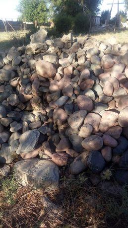 Продаются камни хорошие для фундамента