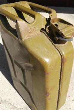Канистра метал под ГСМ Россия,20 литров в отл состоянии