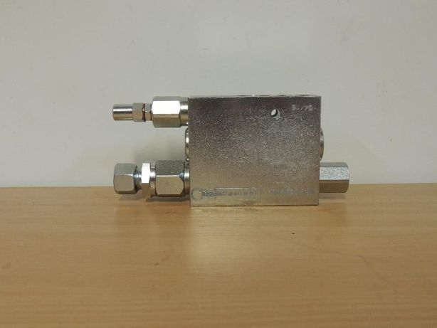 Distribuitor hidraulic plug reversibil