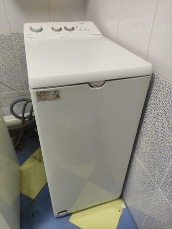 стиральная машина Ariston с вертикальной загрузкой, ширина 40см, 5кг.