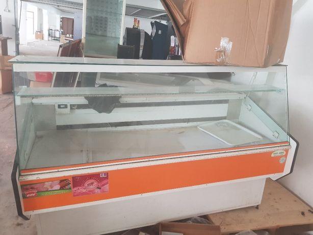 Vând vitrine frigorifice pentru alimentară